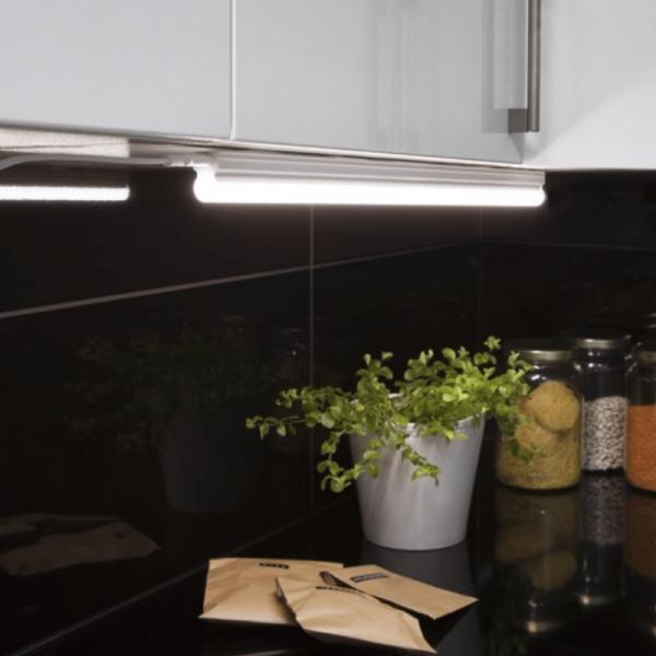 Illumination  LED, S14d /300, A++ - A ca.4000 K, 80 Ra, 720 Lm, ca. 57 x 3,6 cm, 230 V / 8 W 1 Sockel, 1 Stück Karton