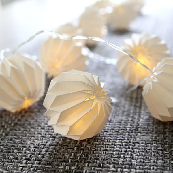 LED Origami Lichterkette - 10 weiße Papierblumen - warmweiße LED -  2,25m - Batterie - Timer