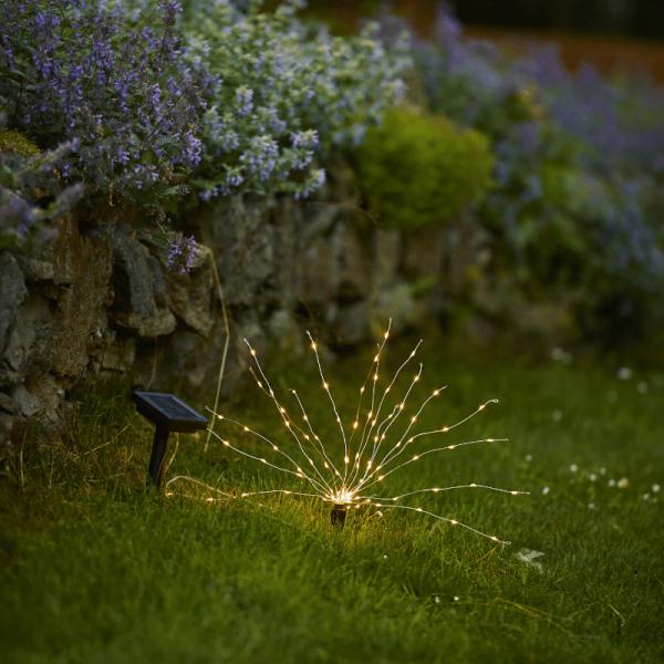 """LED Solar """"Feuerwerk"""" Gartendeko - 90 warmweißen LED - H: 23cm - Dämerungssensor"""