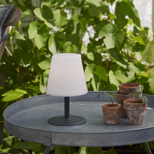 LED Garten Tischlampe - H: 60cm - weißer Lampenschirm, D: 16cm - Batteriebetrieb - Outdoor