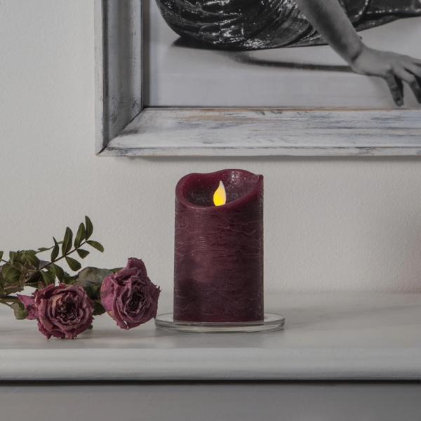 "LED Stumpenkerze ""TWINKLE"" - bewegte, warmweiße LED Flamme - H: 12,5cm, D: 7,5cm - Timer - violett"
