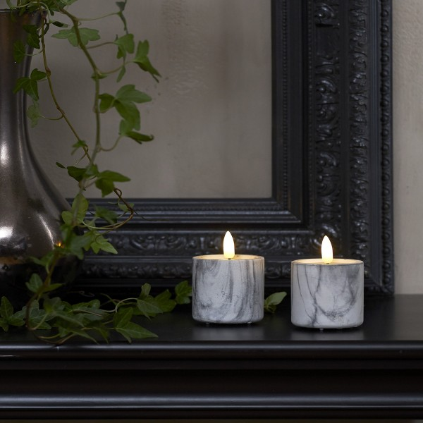 "LED Stumpenkerzen ""Flamme"" - Marmoroptik - Echtwachs - realistische Flamme - Timer - H:9cm - 2er Set"