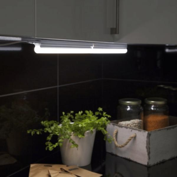 Illumination  LED, S14d /300, A++ - A ca.3000 K, 80 Ra, 320 Lm, ca. 31 x 3,6 cm, 230 V / 4 W  1 Sockel