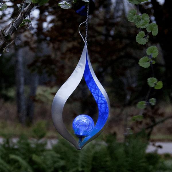 "LED Solar Dekoleuchte ""Melilla"" - blaue Kugel - zum Hängen - Lichtsensor - H: 31cm B: 18cm"