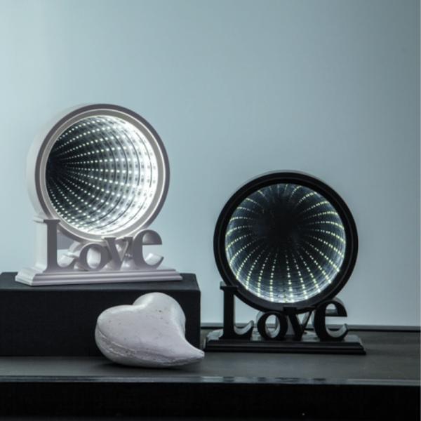 """LED-Leuchtkreis """"LOVE""""- endlos Spiegeleffekt - 26 kaltweiße LED - Batteriebetrieb - schwarz"""