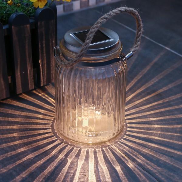 LED Solarglas JAMJAR - Geriffeltes Glas - warmweiße LED - Lichtsensor - H:15cm - Juteseil Aufhänger