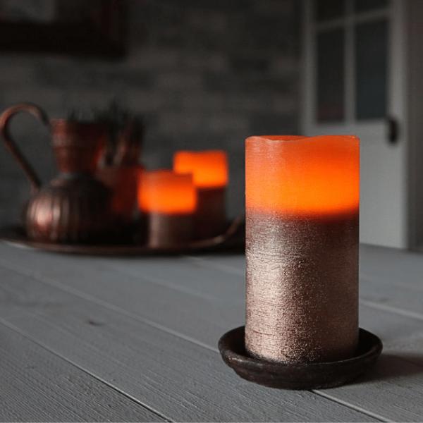 """LED Kerze """"Cooper"""" - Echtwachs - geschwungene Oberkante - flackernd - Timer- H: 15cm, D: 7,5cm"""