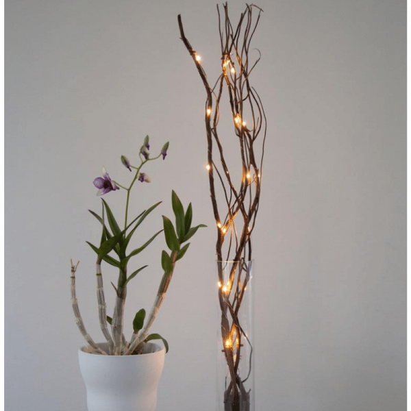 Dekozweig 60cm - braune Weide - 24 warmweiße LED  an dünnem Draht  - Batteriebetrieben