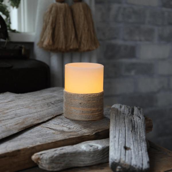"""LED Kerze """"Rope"""" - Echtwachs - mit Seil umwickelt - flackernd - Timer- H: 10cm, D: 7,5cm - weiß"""