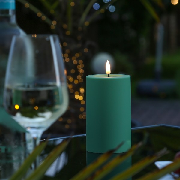 LED Stumpenkerze MIA - Kunststoff - realistische 3D Flamme - H: 12,5cm - outdoor - grün