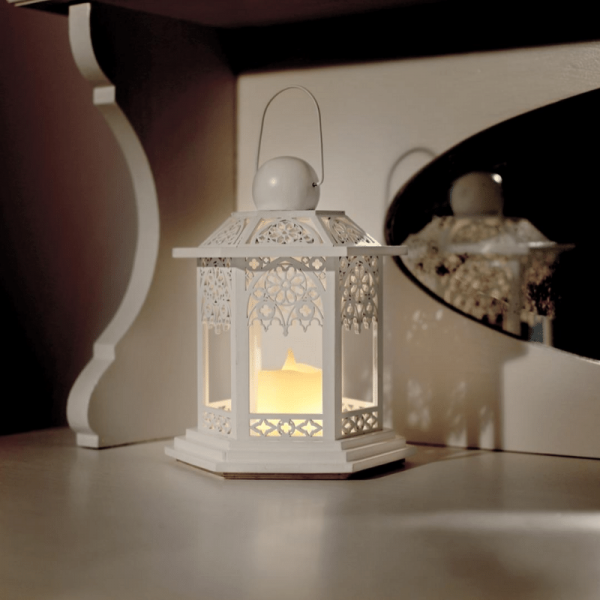 "LED Laterne ""Lace"" - inkl. LED-Kerze - flackernde LED - Timer - Batteriebetrieb - H: 20cm - weiß"