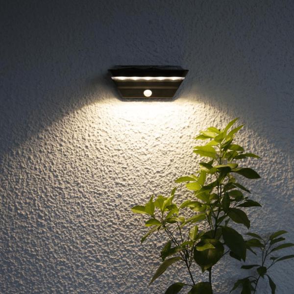 """LED Solar Wandleuchte """"Wally"""" - 2 Stufen Helligkeit (40sec) - Bewegungs- & Dämmerungssensor - silber"""