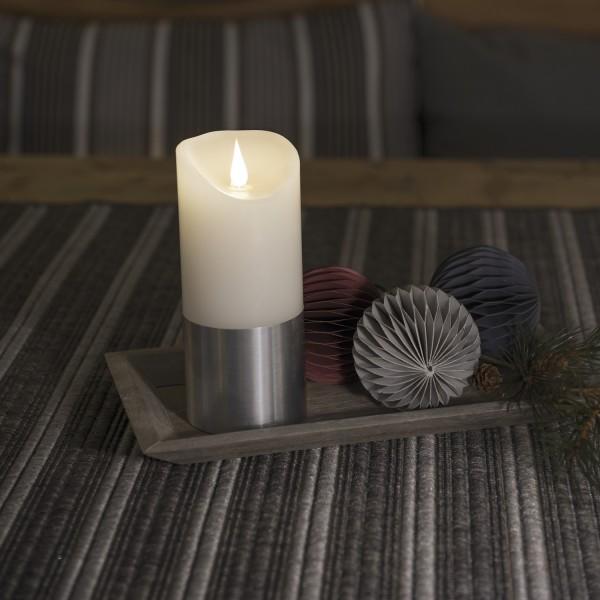 LED Kerze mit silberfarbener Banderole - Echtwachs - 3D Flamme - Timer - H: 15,5cm, D: 7,5cm - weiß